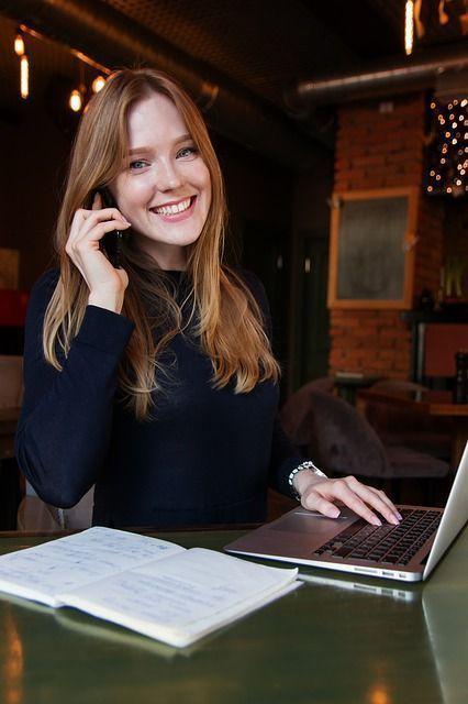 Mujer Reparación de Laptops | Hoolboox Hardware & Software